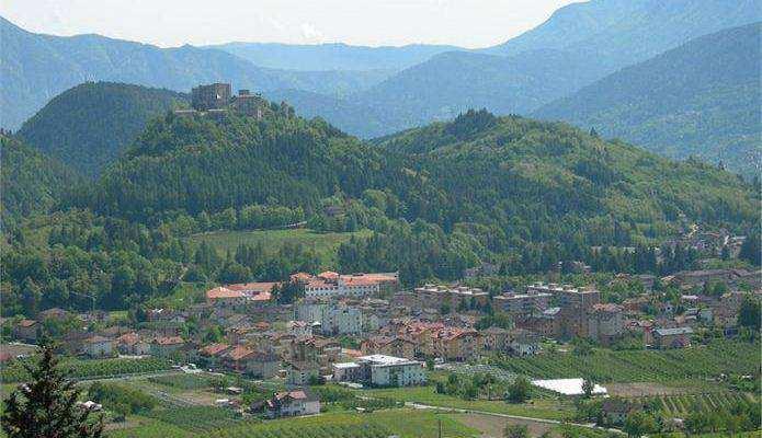 http://www.visitvalsugana.it/images/Cosa_Scoprire/Comuni/Miniature695x400/Pergine_con_sfondo_castello_-_angela_ventin.jpg