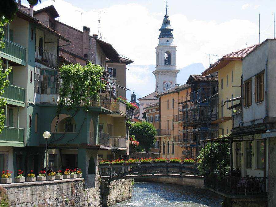 Corso ausugum e portici apt valsugana for Palazzi di una storia